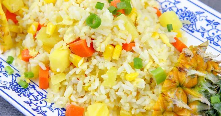 米饭搭配菠萝,竟做出如此美味,菠萝爽脆,米饭金黄,一盘不够吃
