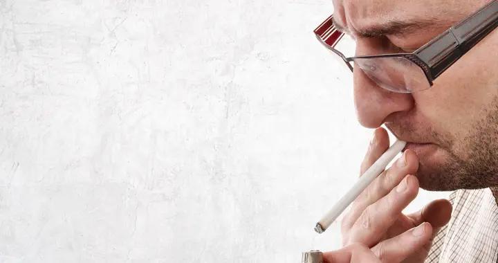 头痛、发胖,烟龄25年,突然戒烟危害更大?还要戒烟吗?