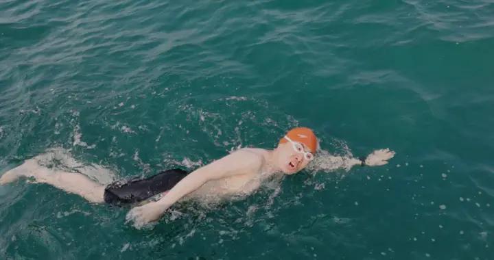 鄂尔多斯又一人成功横渡琼州海峡