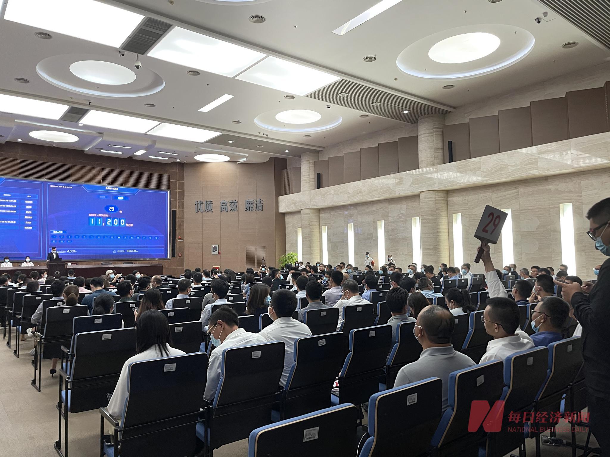 深圳首场集中供地:半小时成交5宗 三点半拿地五点挖掘机进场