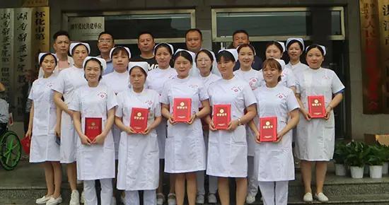 """""""当护士""""这一辈子我只爱了这一行——洪江市人民医院有这样一群护理工作者"""