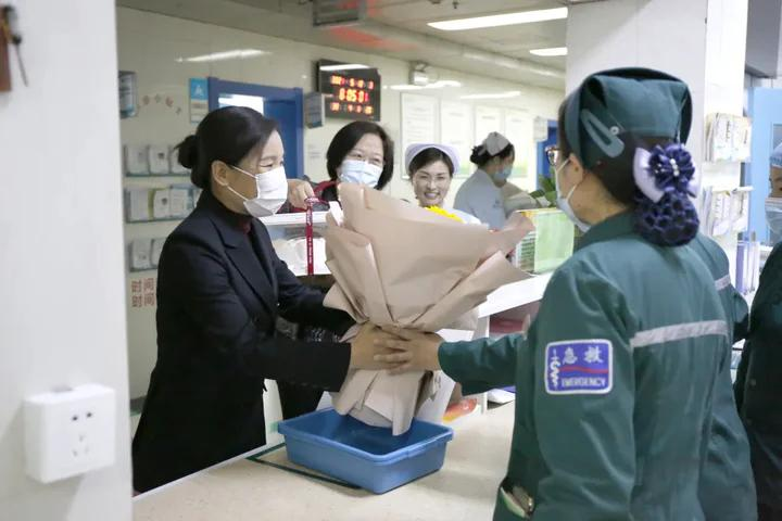 日照市中心医院举办纪念5.12国际护士节表彰庆祝大会