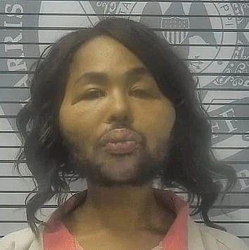 她为了变性整容两次抢劫银行,然而做完手术这效果??!
