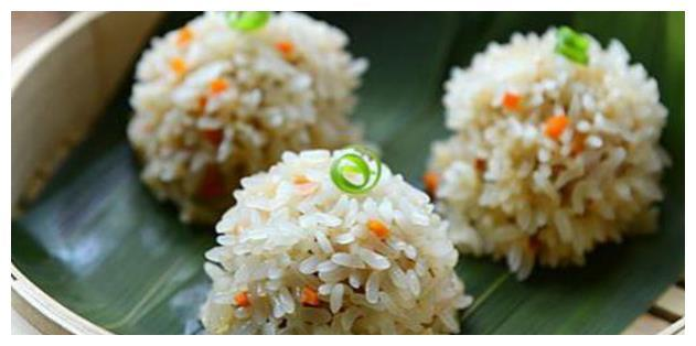 美食:葱油鸡、韭菜炒河虾、韩式烩扇贝、红萝卜珍珠丸子