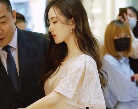 34岁刘诗诗再营业!粉色长裙温婉动人,生图比精修图还美