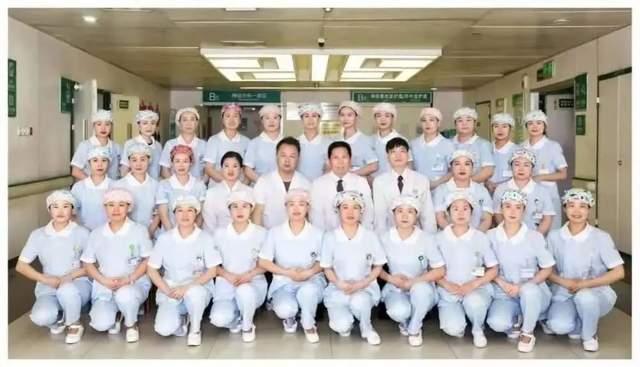 二一五医院神经重症监护室脑干出血微创手术再上新台阶