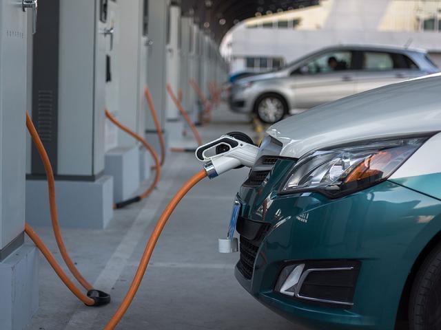 4月新能源汽车增速达180.3%,纯电车型占比76.6%
