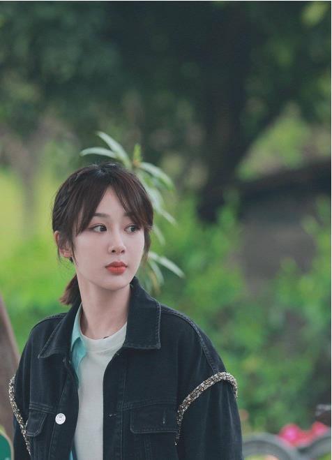 杨紫澄清恋情后,与张艺兴在节目上的互动,怎么看关系都不简单