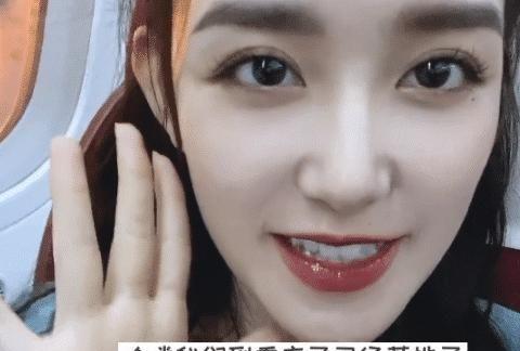 蒋依依和姐姐到重庆旅游,吃火锅热到脱妆,怼脸镜头的奶油肌绝了