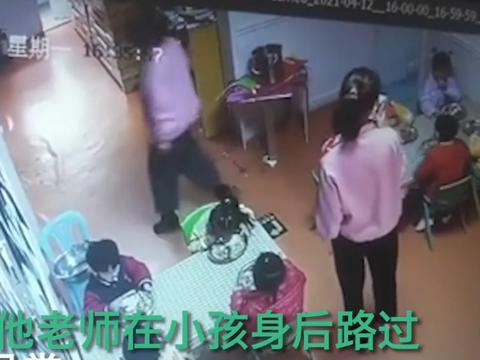 兰州一女童在幼儿园吃饭被呛身亡,老师在一旁玩手机未及时发现