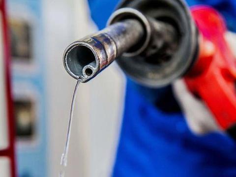 """美国汽油涨价,多州加油站供应短缺,居民排队""""买油"""",什么情况"""