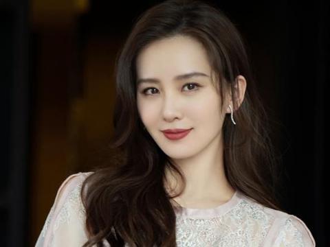 刘诗诗活动上被拍,脱离8级美颜长相好绝,这气质确定不是公主?