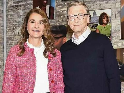 比尔·盖茨女儿晒和父亲同框照,还告诉粉丝,她想和未婚夫结婚了