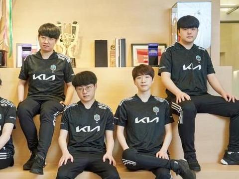 韩国网友炸了,热议DK:连全华班都打不赢了,LPL才是第一赛区