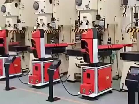 冲压机器人,用于大型危险性冲压机上,实现自动化无人生产