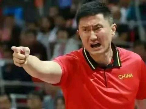 中国男篮大名单惹争议!北京球迷怒批杜锋搞针对,有意打压首钢