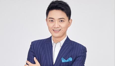 李鑫:《我是大明星》当家主持,辞职后转行做直播,如今情况如何