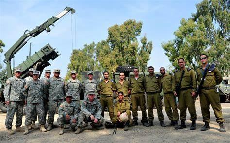 以色列对美军突然撤离开始报复:直接炸塌美联社驻加沙办公大楼