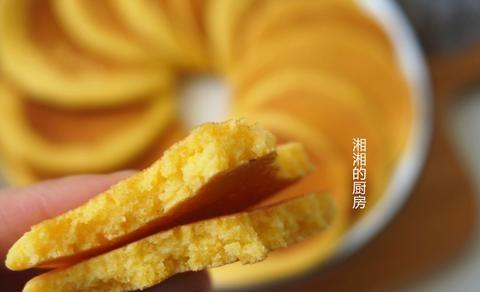 早餐爱上这款粗粮小饼,2分钟就熟,简单又好吃,孩子经常点名吃