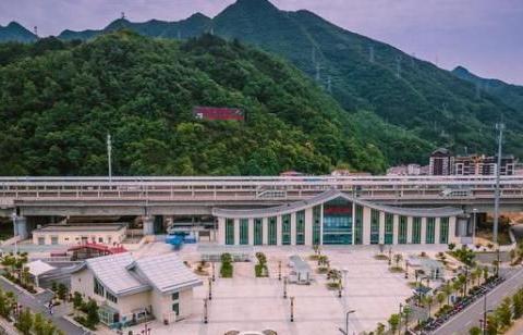"""陕西""""袖珍""""小县城,是熊猫密集地带,竟连网约车都没有"""