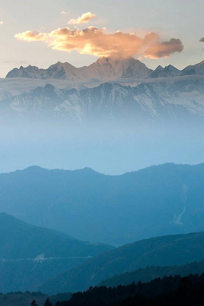 共赴绝色雅安,一睹人间河山  雅安的十大山色都打包给你