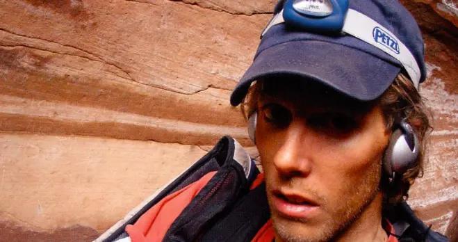 恐怖片成真:美国驴友被困无人区峡谷,被迫用小刀片切断手臂