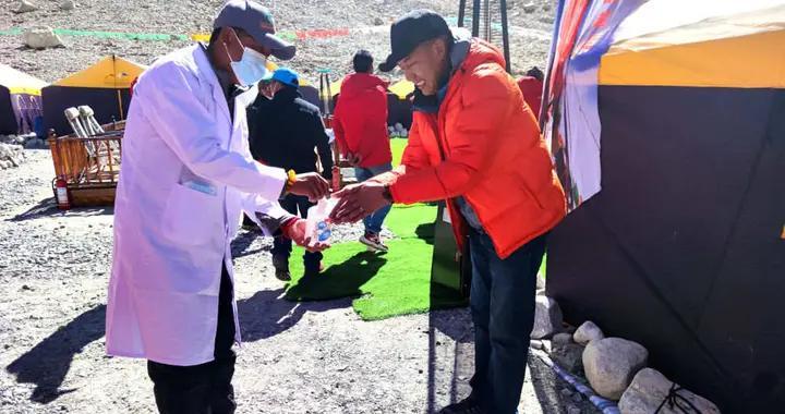 国家体育总局决定停止今年春季珠峰北坡登山活动