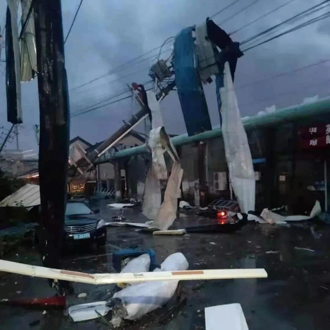 龙卷风昨晚突袭两地,已致10人死亡300多人受伤