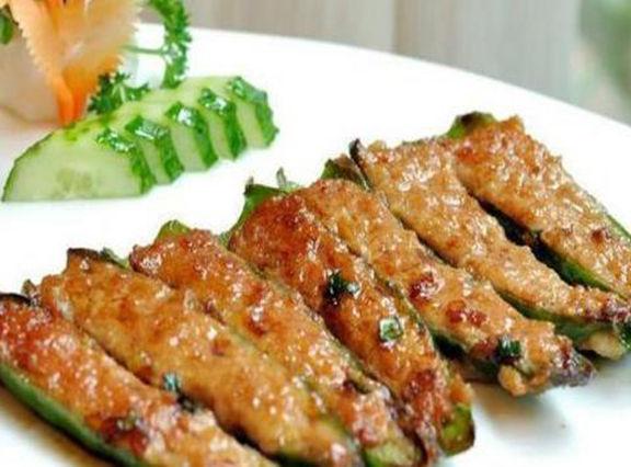 美食:干锅香辣啤酒鸡,煎酿辣椒,腐蒸肉末,彩椒炒里脊丝