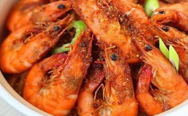 美食:干锅鱼籽、滋味虾、彩椒炒肉、剁椒蒸鱼块的做法