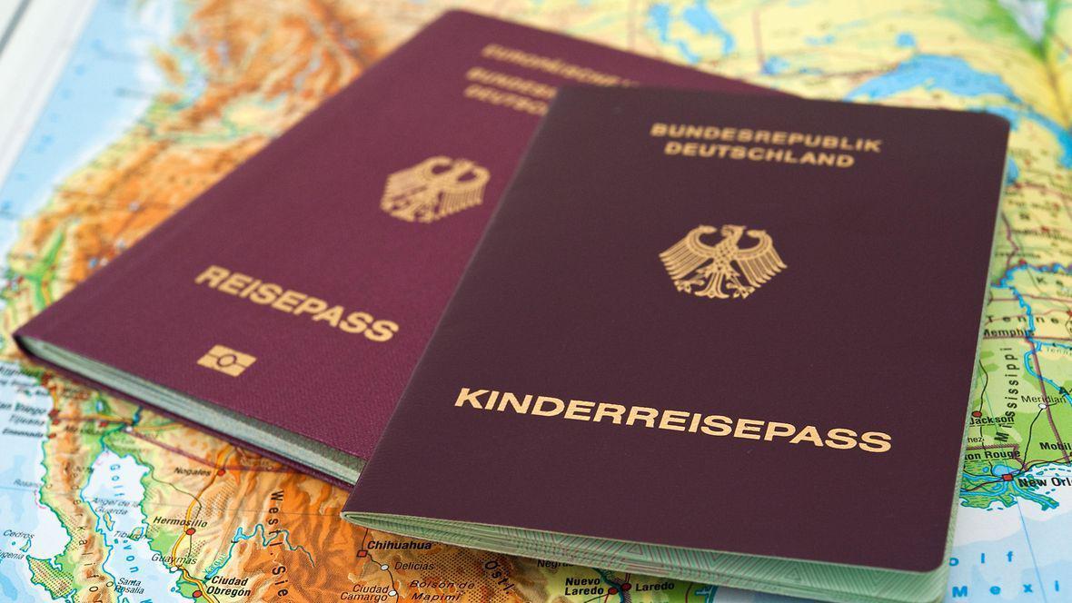 德国儿童护照中将加入所有监护人的姓名 以简化出行手续