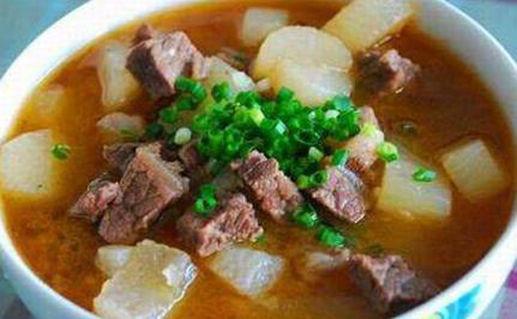 美食:干锅肥肠,丝瓜炒虾仁,白萝卜炖牛肉,洋葱炒肥牛