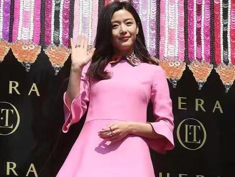"""全智贤逃出""""发福发胖""""年纪,穿粉色连衣裙看着不像39岁,超减龄"""