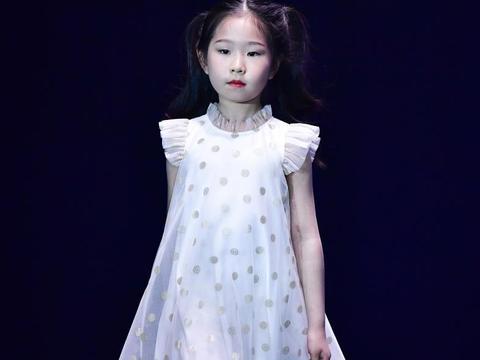 常州潮童星学员荣誉登上2021巴黎时装周儿童单元(上海站)