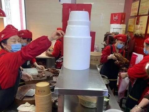 乐山排名第一的甜皮鸭,开了30多年,每天顾客排队拦断半条街