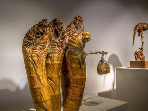 相比于皖南根雕,竹木根雕显得新颖而陌生
