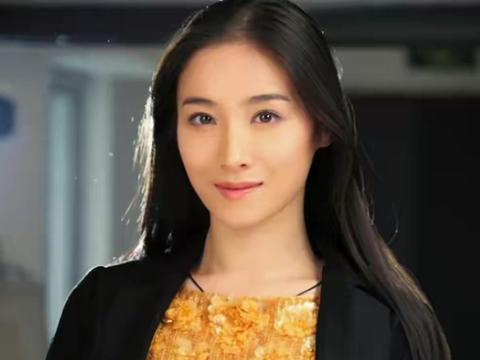 34岁女演员何珺,9年前举报张艺谋再婚超生,如今怎么样了?
