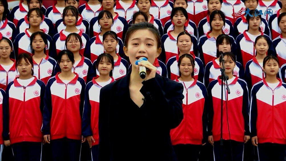 重温《十送红军》 百名师生齐唱红歌致敬建党百年