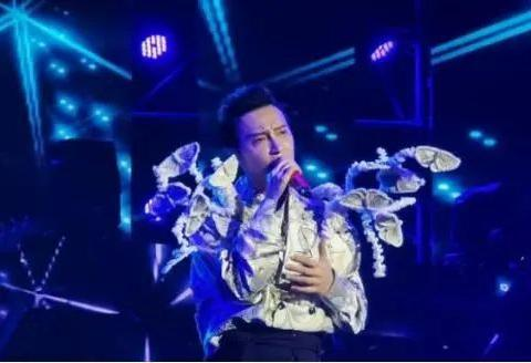 解散24年,陈志朋还在享受小虎队红利,低调开演唱会无队友支持