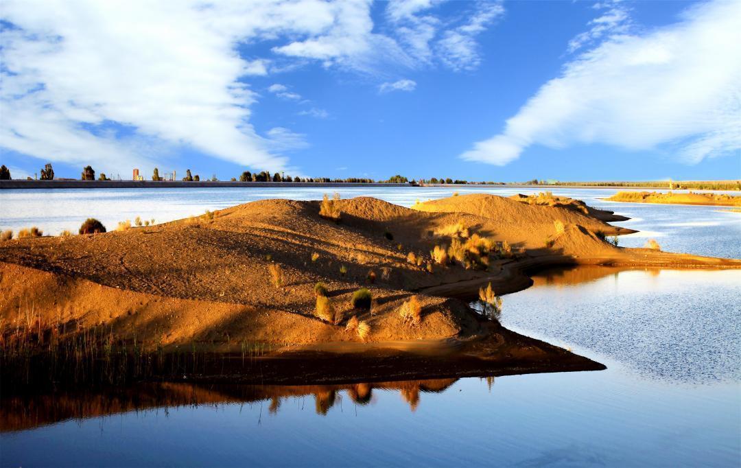 甘肃金塔:黑河环流 沙漠奇景
