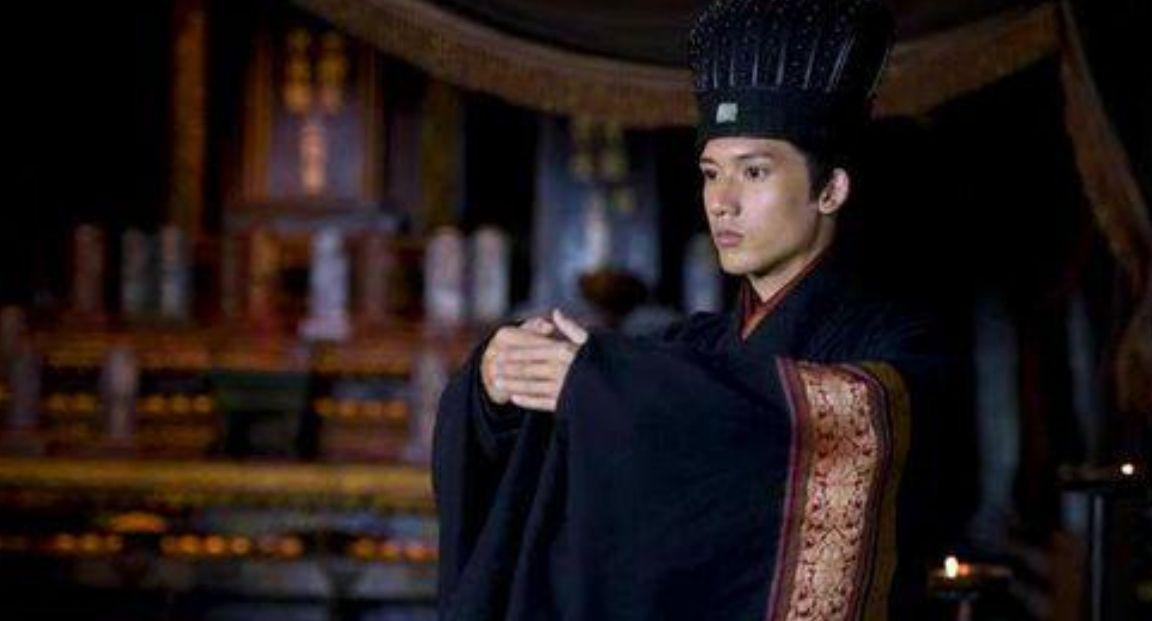 皇帝想让宰相离婚,娶守寡的公主,宰相:你看我妻子长得咋样?