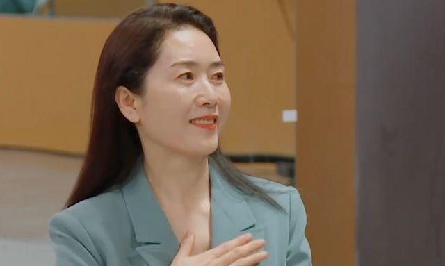 """有种""""白月光""""是刘芸的妈妈,62岁仍有天鹅颈,盖过女儿的光芒"""