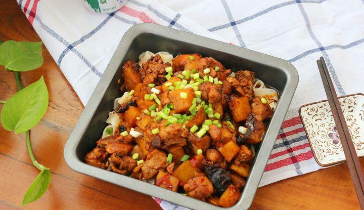 2个大鸡腿,1个土豆,教你做家常版的大盘鸡,好吃还过瘾