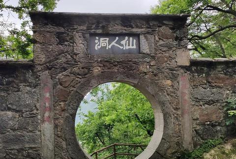 江西庐山一处神奇洞穴,传说八仙之一的吕洞宾在此居住过