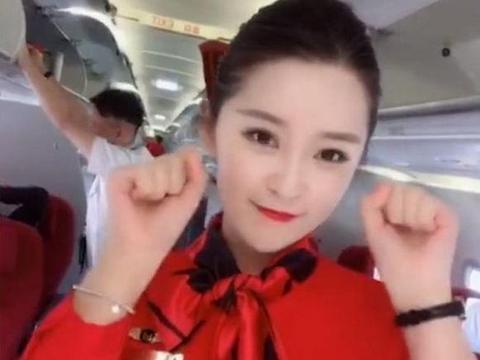 空姐在飞机上自拍跳舞, 颜值和气质秒杀明星!