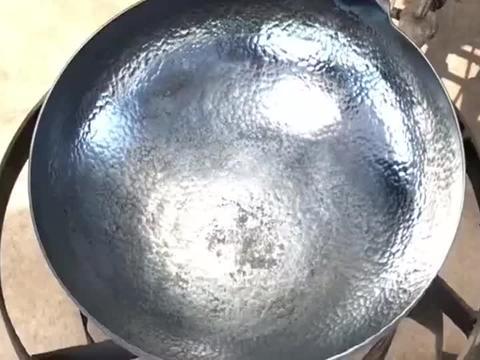 啤酒配鸡蛋,这样的技艺估计一般的厨师可玩不明白!