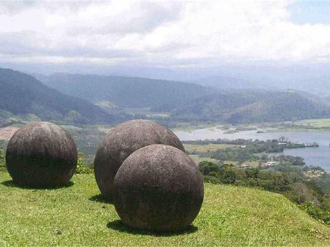 """哥斯达黎加出现巨大石球,还刻有""""神秘""""图案,与外星人有关吗?"""