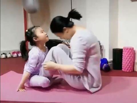 王楠母女深夜练球,5岁女儿进步神速,对战大满贯妈妈一度10-3