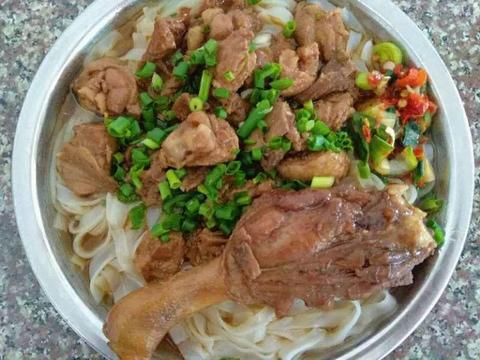学会这样做蒜蓉鸭肉盖面,营养好吃还能解馋,吃货们注意收藏了
