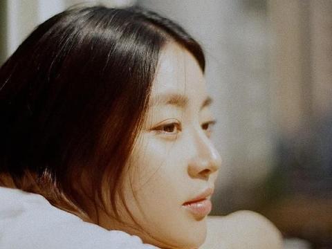 90后女演员做妈了,31岁姜素拉复出拍美照,前女友比玄彬快一步